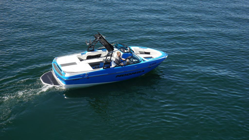 New Boat   The Moomba CRAZ Surf/Wake! - Lake Escapes Boat Rentals
