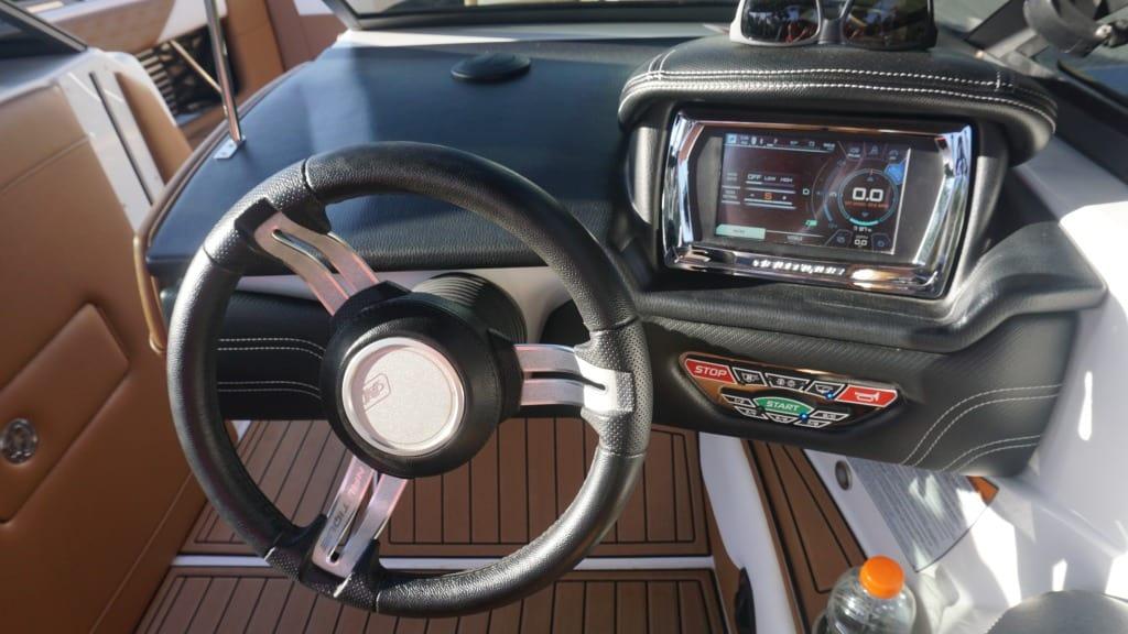 air nautique rental g21 helm2