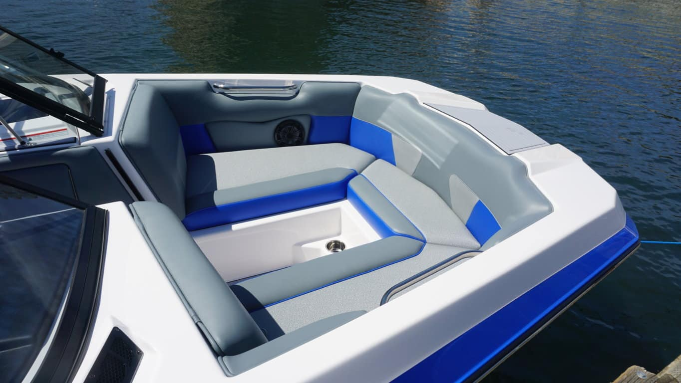 moomba max blue rental int4